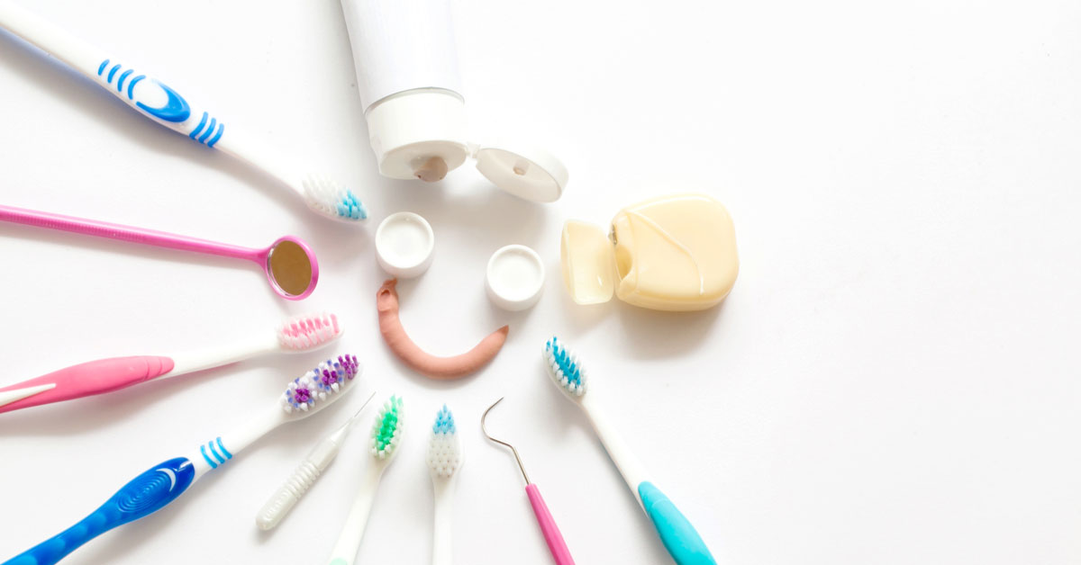 When should you use dental Floss?  Before or after brushing?